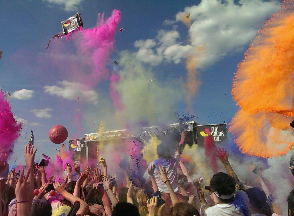 Colour run crowd