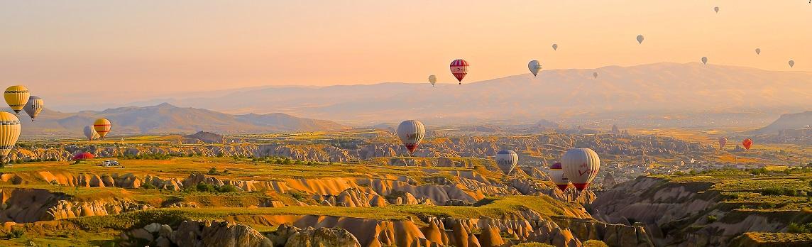 Unsplash photo-Hot air balloons cropped
